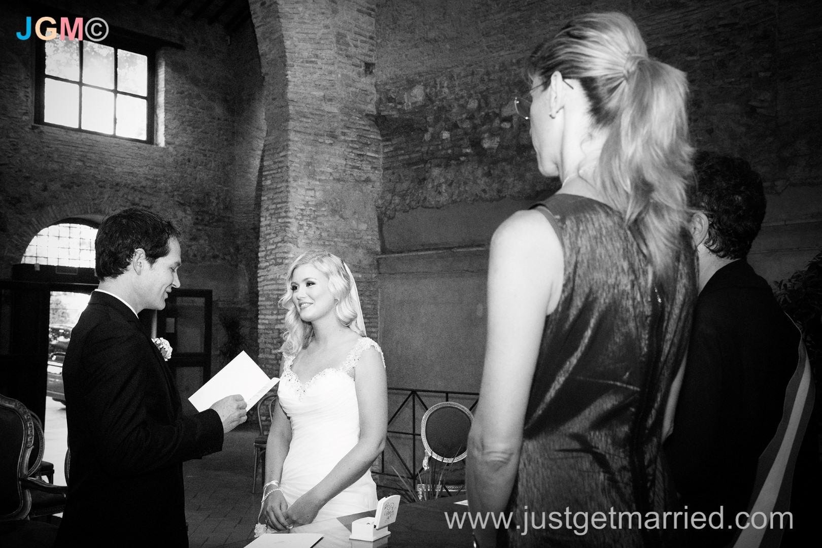 wedding officiant rome deborah taliani just get married in rome