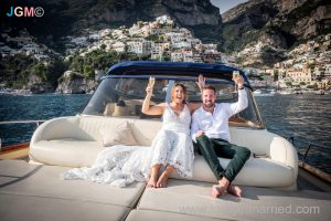 positano boat hire for wedding bride and groom celebrate