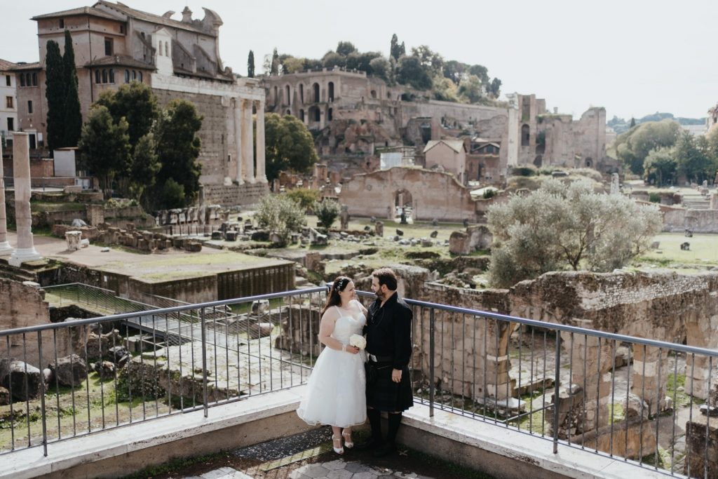 roman forum view bride and groom rome